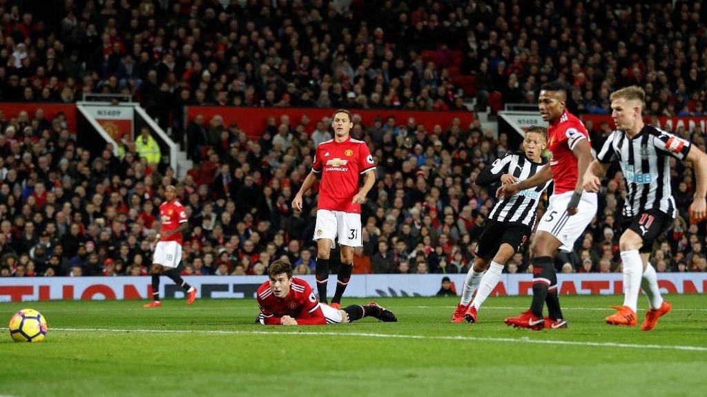MU Sempat Tertinggal dari Newcastle, Mourinho Salahkan Benitez