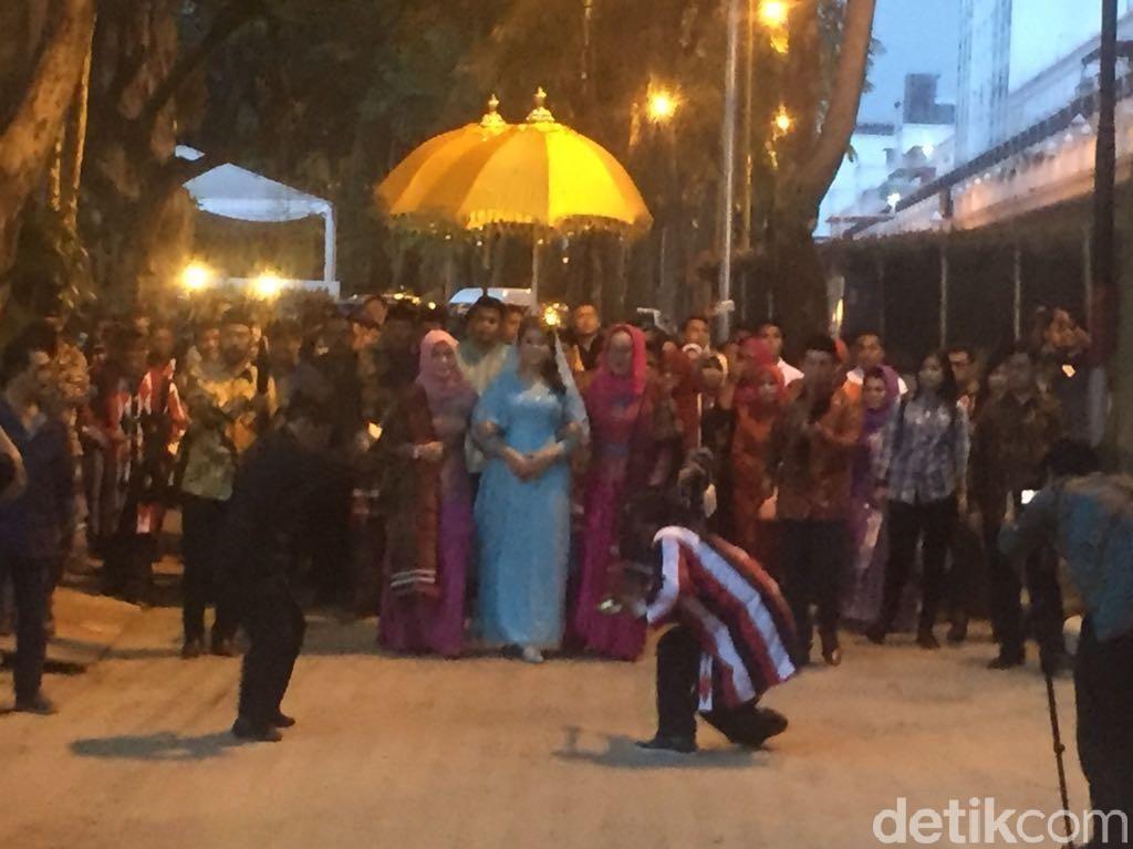 Hotel Penuh Saat Resepsi Ayang-Bobby di Medan? Ini Solusinya