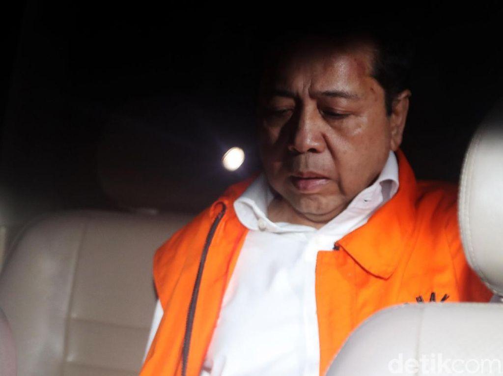 Jidat Merah Novanto dan Fotonya Saat Masih Diperban