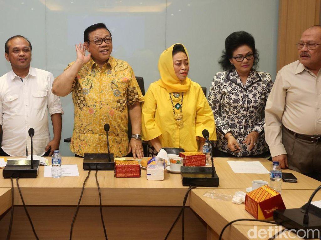 Novanto Ditangkap KPK, Agung Laksono Pimpin Rapat di DPP Golkar