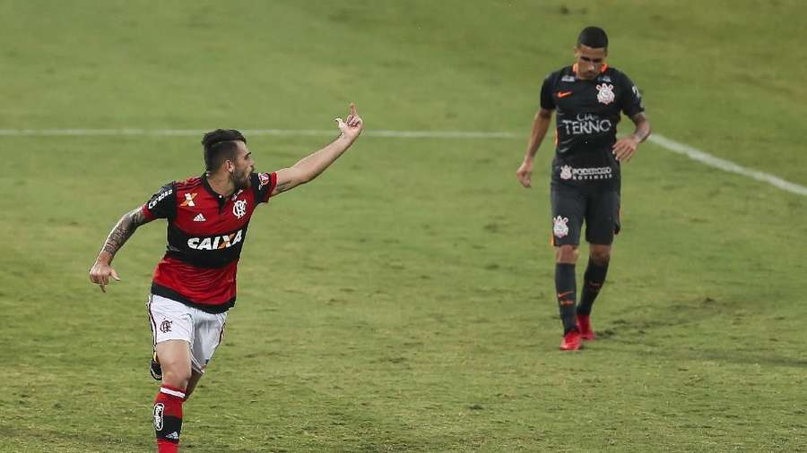 Pemain Flamengo: Bertengkar dengan Rekan Setim, Cetak Gol Lalu Acungkan Jari Tengah