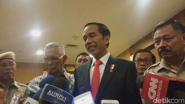 Presiden Jokowi dalam wawancara bersama wartawan, Senin (20/11/2017)