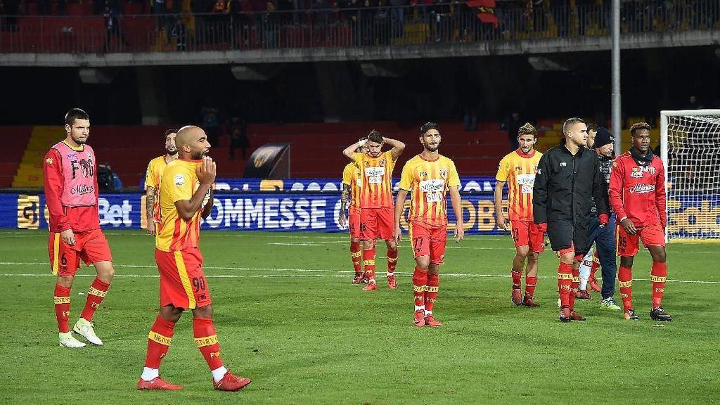Benevento Lampaui Rekor Manchester United ... soal Start Terburuk