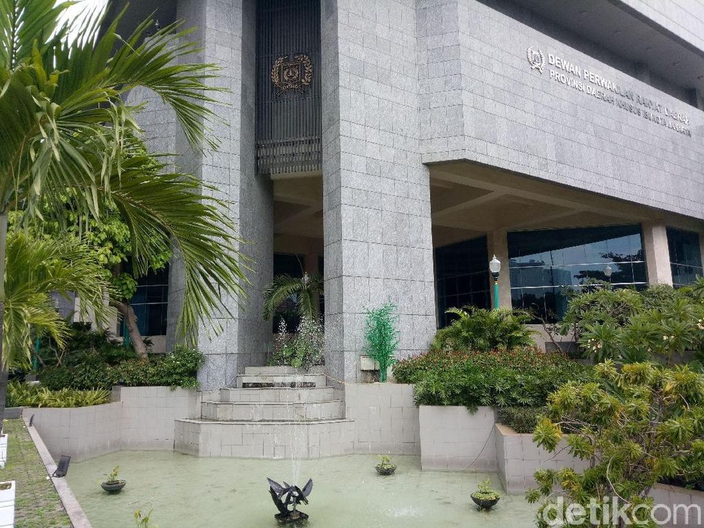 Coret Kolam DPRD, Anggaran Kolam Renang di Jakut Ikut Terhapus