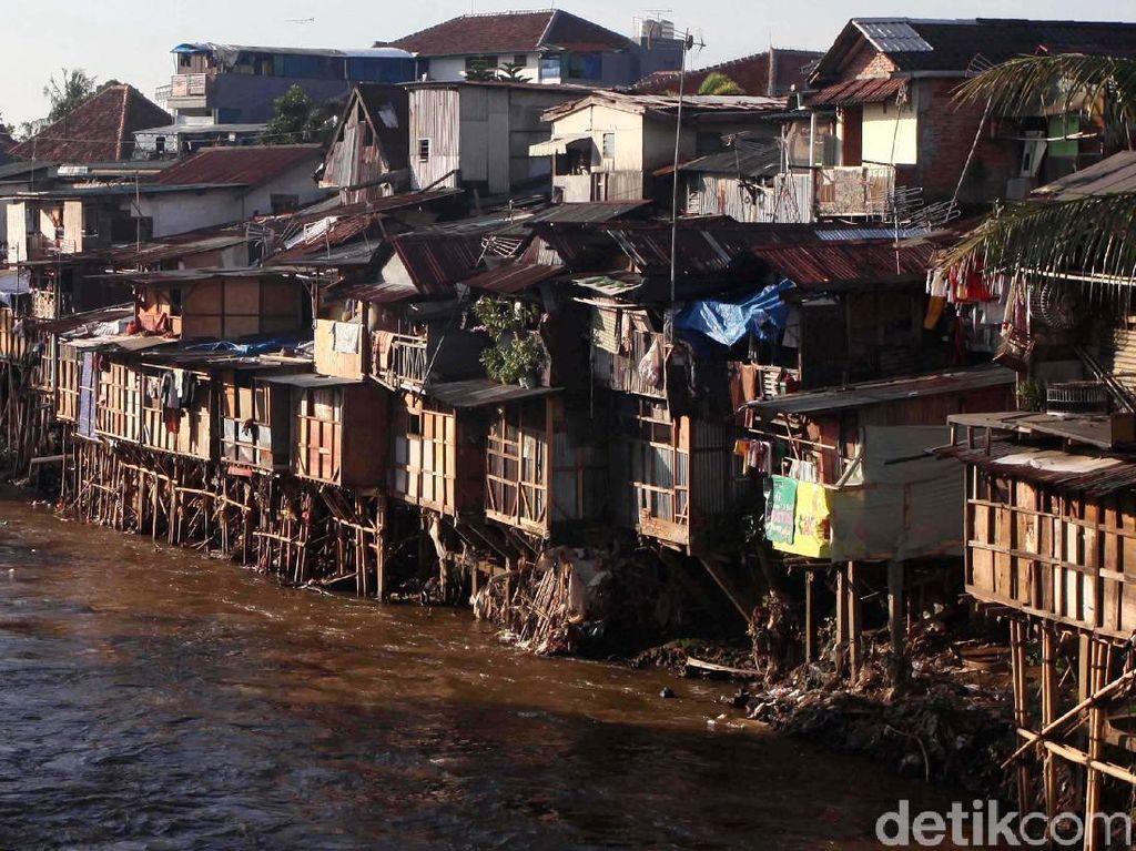 Foto: Bantaran Ciliwung, Dulu Deretan Rumah Kumuh Kini Jalan Inspeksi