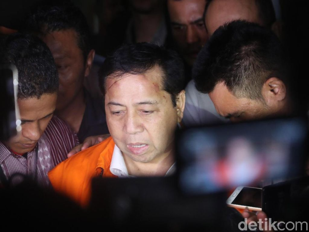Insiden Tiang Lampu dan Lunturnya Kesaktian Setya Novanto