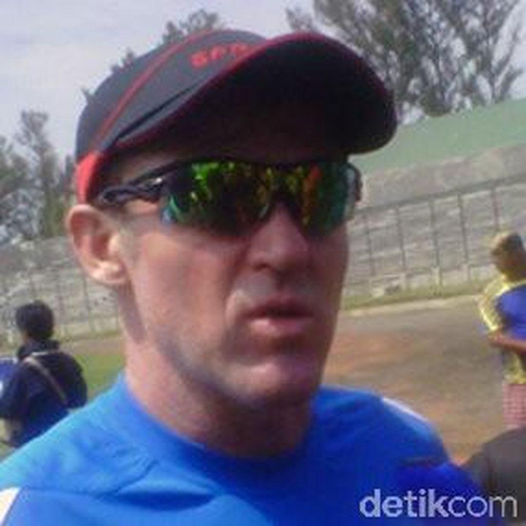 Peter Butler Disebut Tertarik Poles Persib Bandung