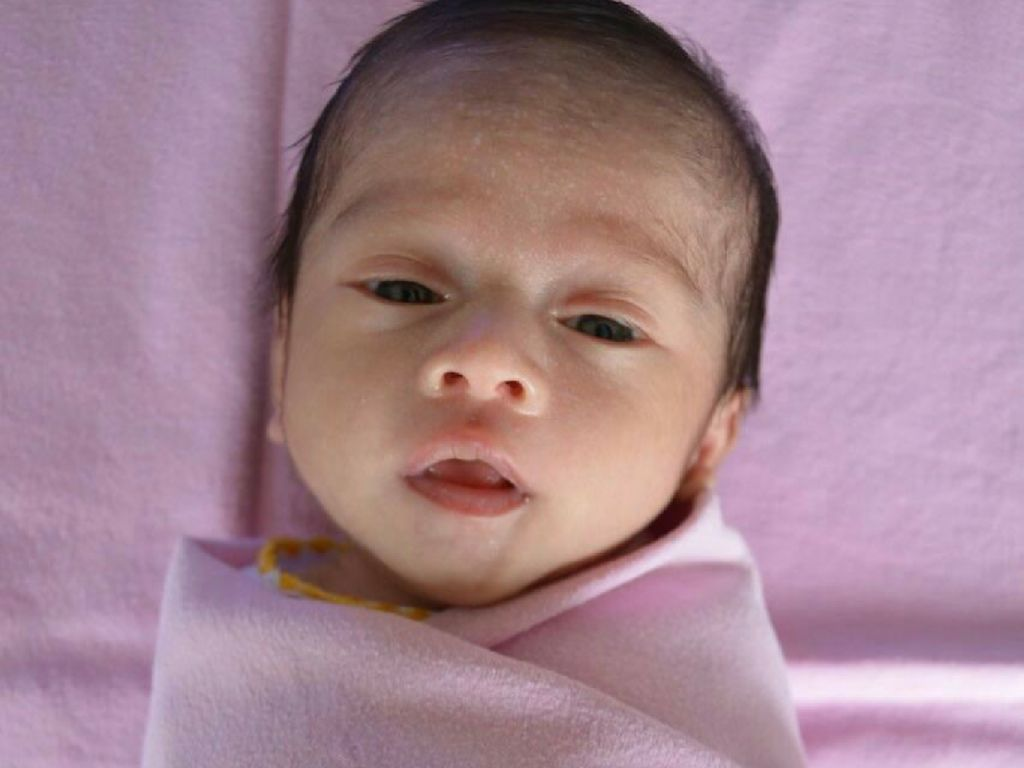 Cute dan Nggemesinnya Vania Athabina, Anak Angkat Venna Melinda