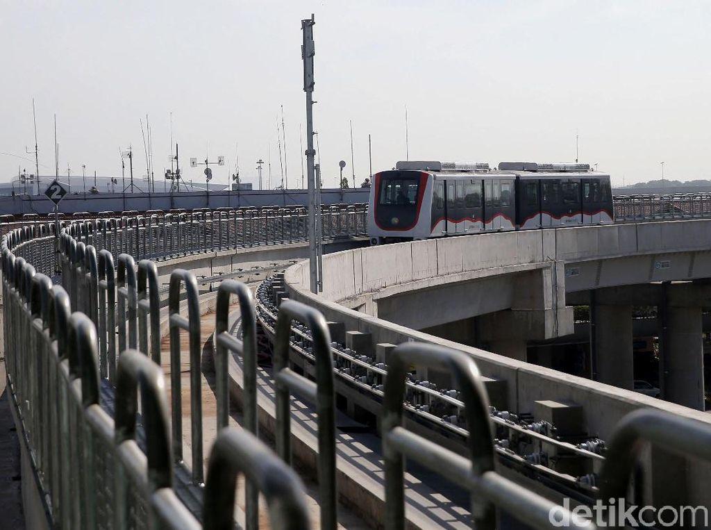 Jokowi Buka Opsi LRT hingga Kereta Cepat Sampai ke Bandara Soetta