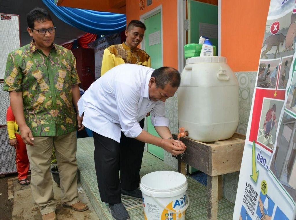 Masyarakat Pelosok Kini Punya Tempat Sanitasi Layak