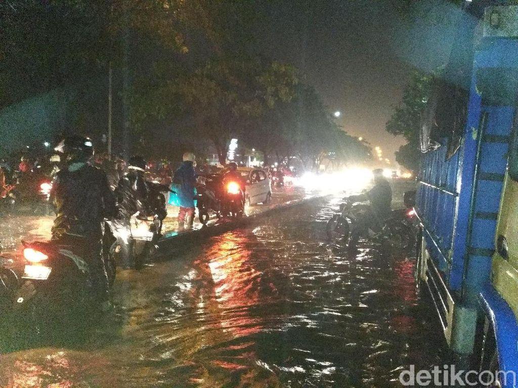 Banjir Rendam Gedebage, Ridwan Kamil: Surut Dalam Satu Jam