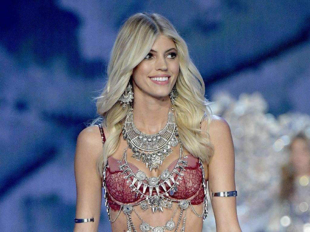 Curhat Sulit Jadi Model Rambut Pirang, Model Victorias Secret Ini Dihujat