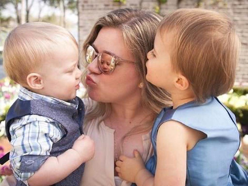 Kata Kelly Clarkson Soal Disiplinkan Anak dengan Memukul Pantatnya