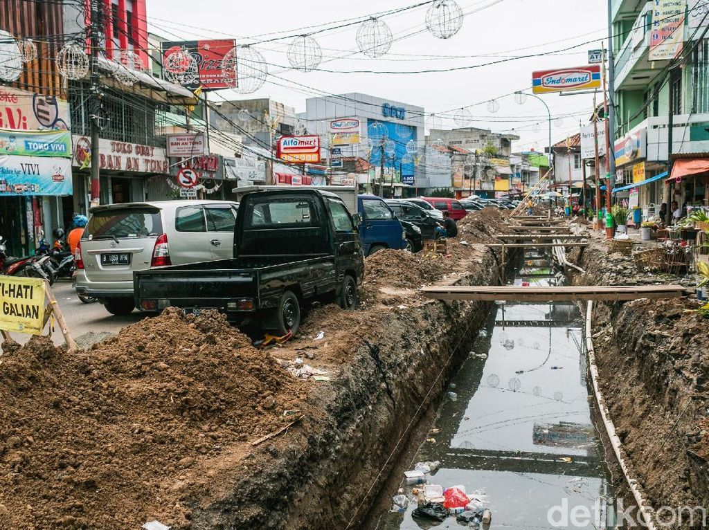 Proyek Galian di Pasar Lama Ganggu Aktivitas