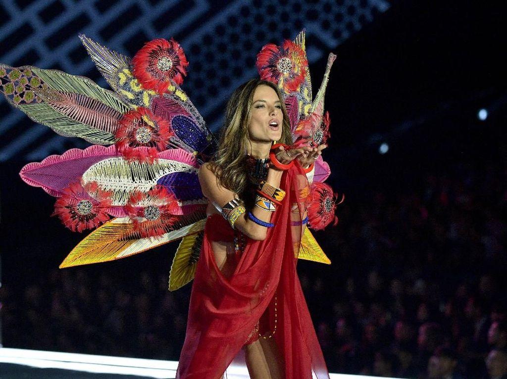 Model Plus-Size Buat Petisi Ingin Boikot Fashion Show Victorias Secret