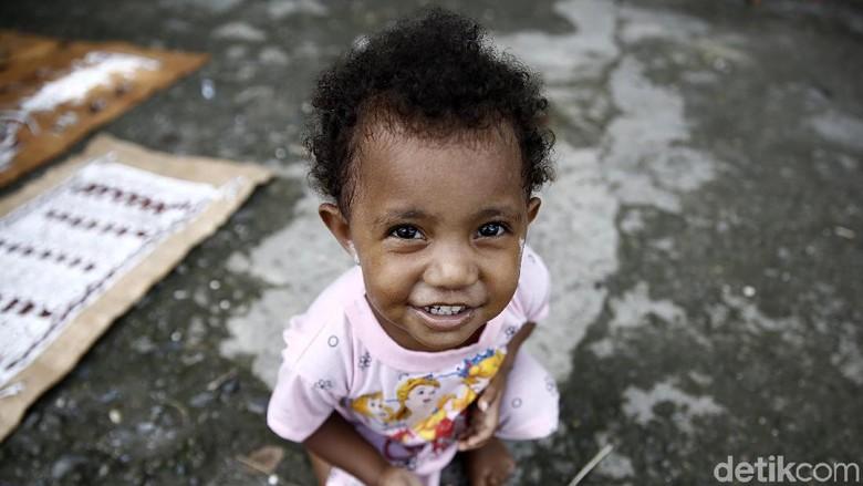 Keceriaan Anak-anak Desa Asei di Papua