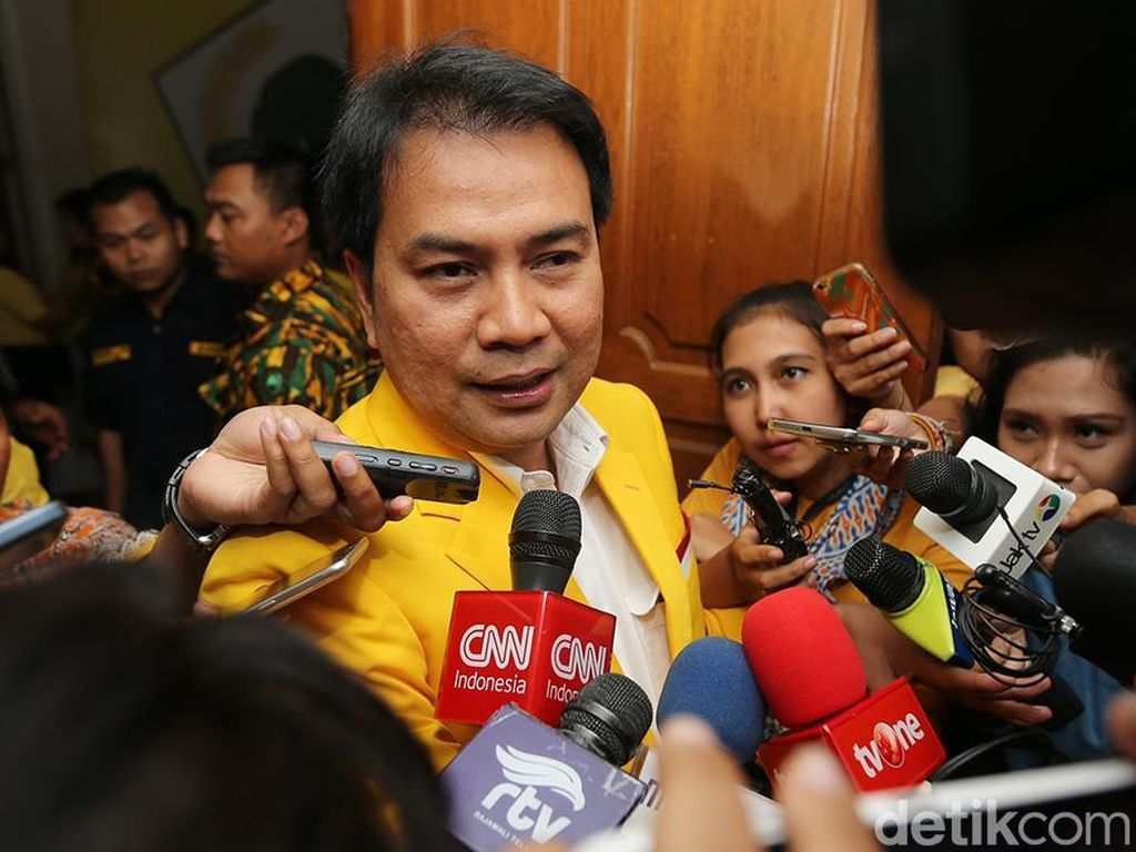 Aziz Syamsudin Bantah Terima Titipan dari Keponakan Novanto