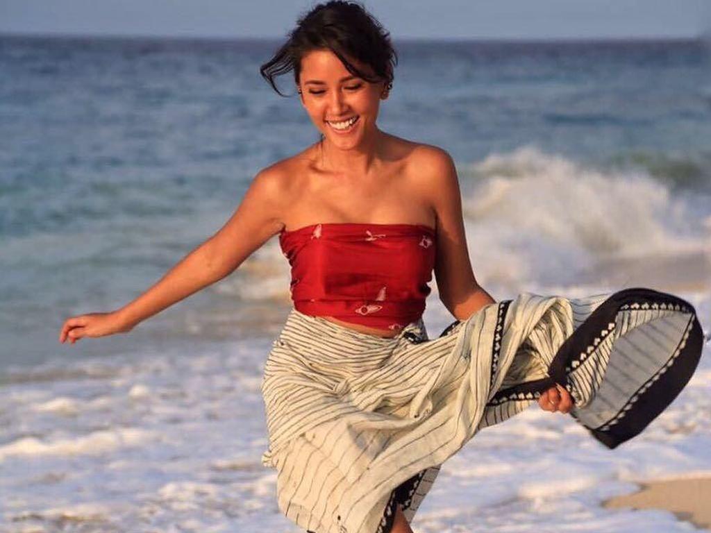 Titi Rajo Bintang, Makin Cantik karena Rajin Sepedaan