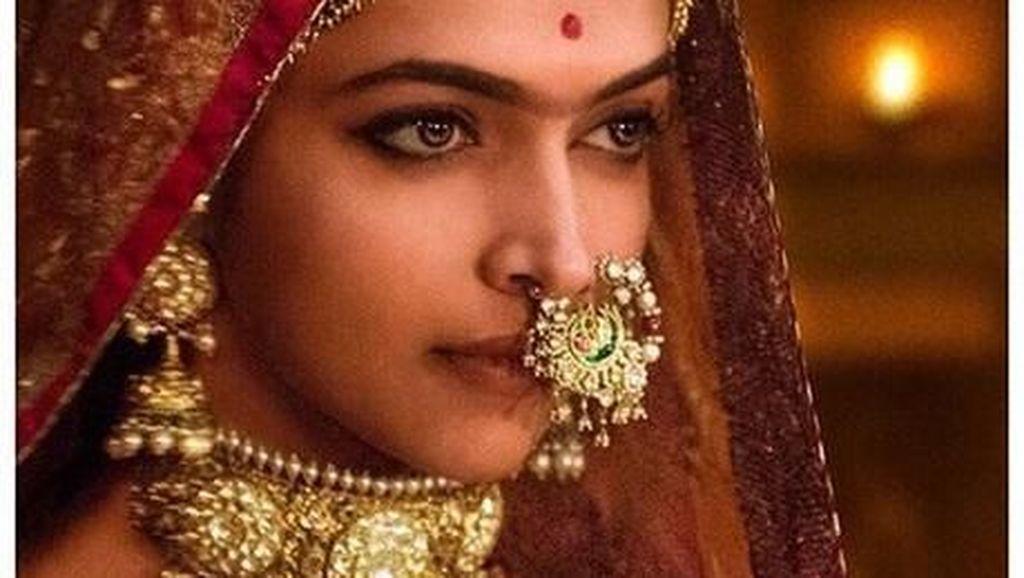 Gaya Deepika Padukone yang Kepalanya Terancam Dipenggal karena Padmavati