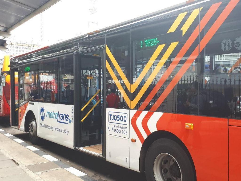 Video: Uji Coba Gratis Metrotrans, Bus Pengganti Metromini