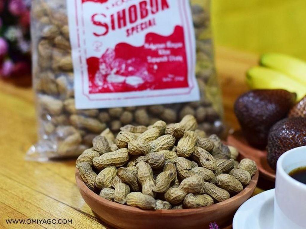 Uniknya Kacang Sihobuk dari Desa Tarutung yang Dimasak dengan Pasir