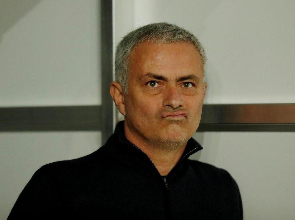 Mourinho Koreksi Jurnalis soal Skenario Kelolosan MU
