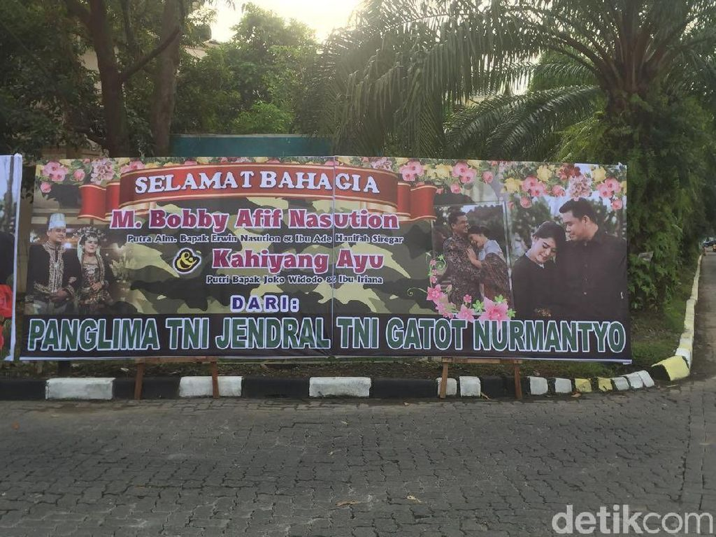 Karangan Bunga untuk Kahiyang-Bobby di Medan Mulai Berdatangan
