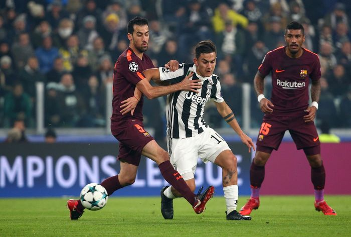 Soccer Football - Champions League - Juventus vs FC Barcelona - Allianz Stadium, Turin, Italy - November 22, 2017   Juventus' Paulo Dybala in action with Barcelona's Sergio Busquets and Paulinho    REUTERS/Alessandro Bianchi
