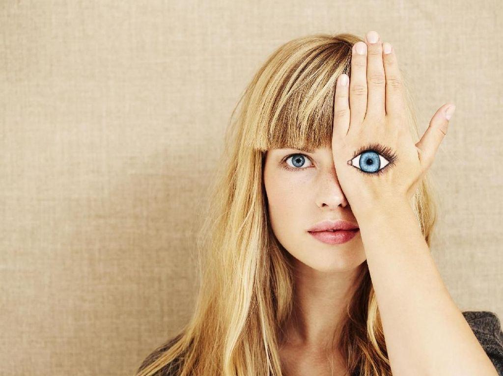 7 Kebiasaan Sehari-hari yang Bisa Merusak Kesehatan Mata