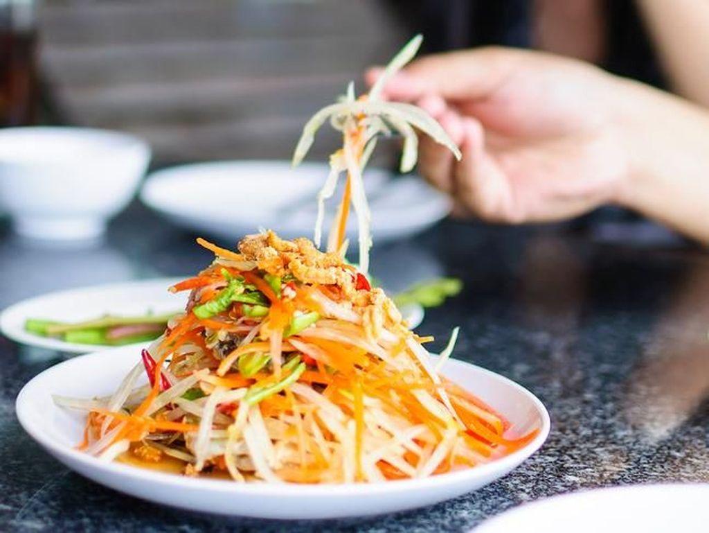 Benarkah Menu Spesial di Restoran Terbuat dari Makanan Sisa?