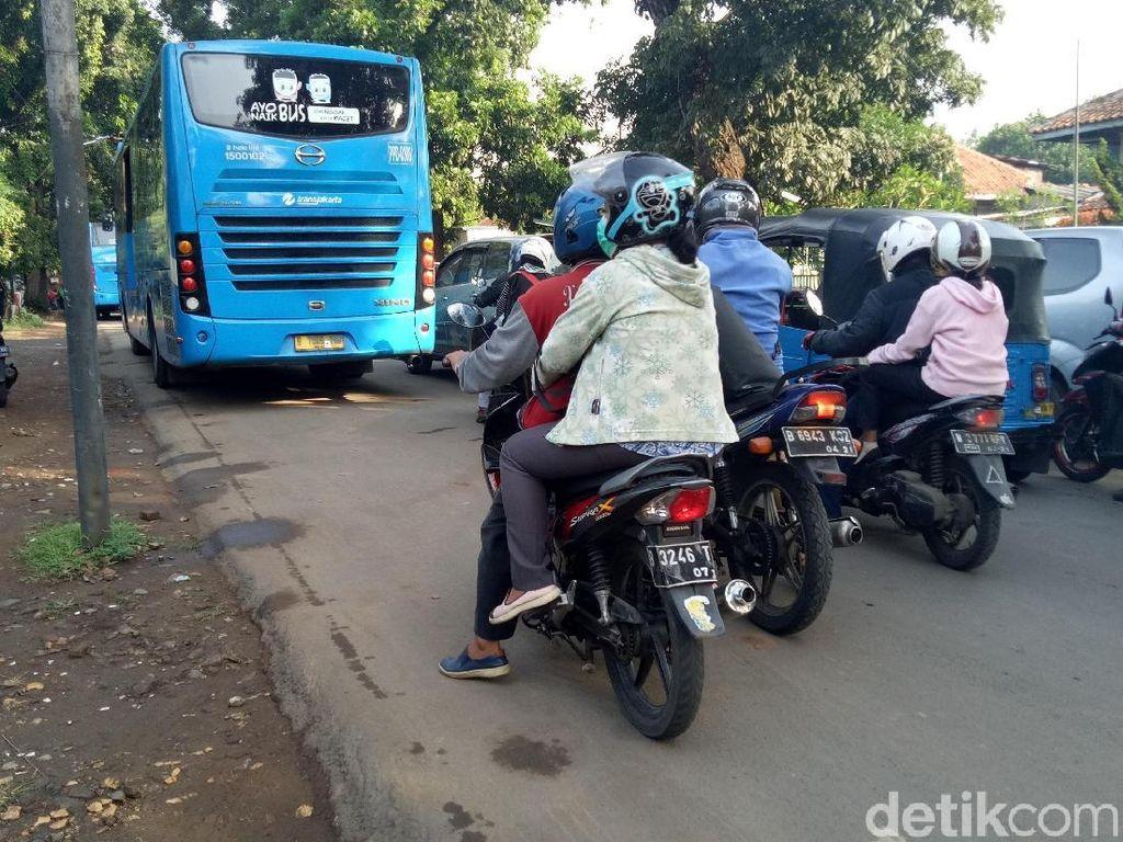 BPTJ akan Tertibkan Ojek dan Bus yang Ngetem di Stasiun Manggarai