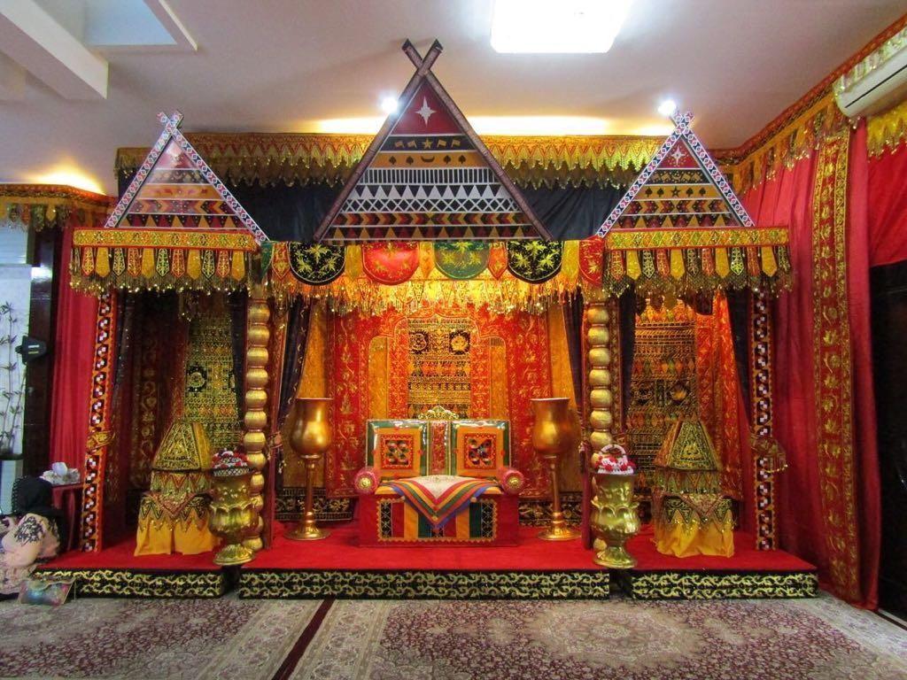 Mengintip Dekorasi Pelaminan Adat Kahiyang-Bobby di Medan