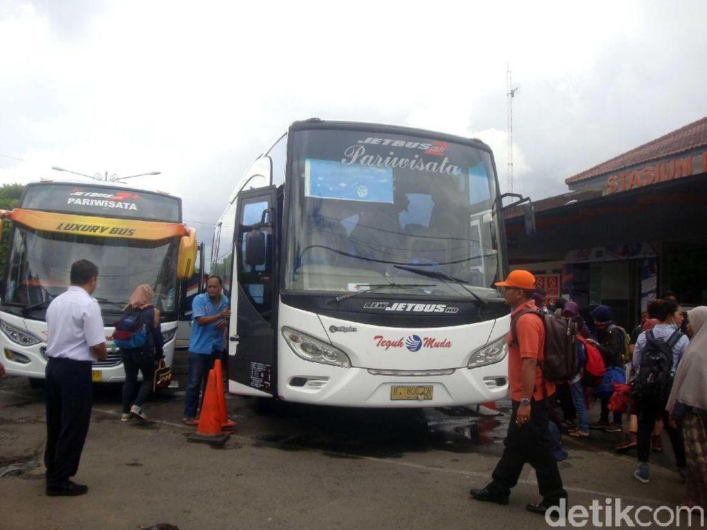Longsor Garut, Penumpang KA di PurwokertoLanjut Perjalanan Naik Bus