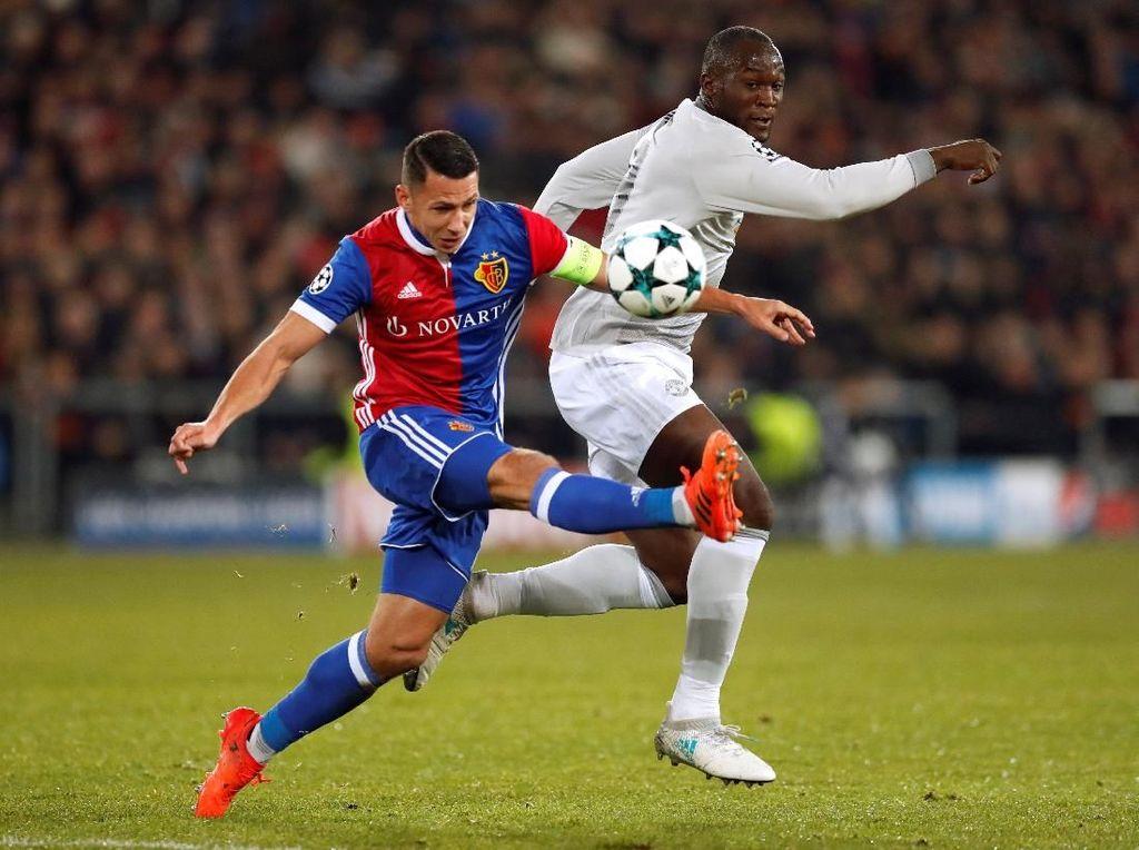 MU Sementara Diredam Basel 0-0