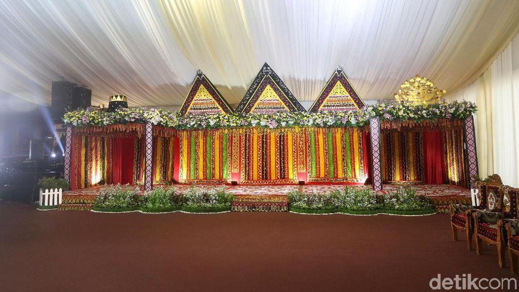 Intip Dekorasi Resepsi Kahiyang-Bobby di Medan