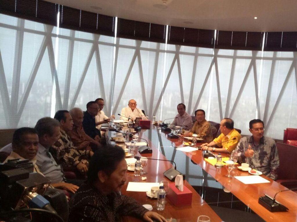 Tiba di Bakrie Tower, Idrus akan Laporkan Nasib Novanto ke Ical Cs