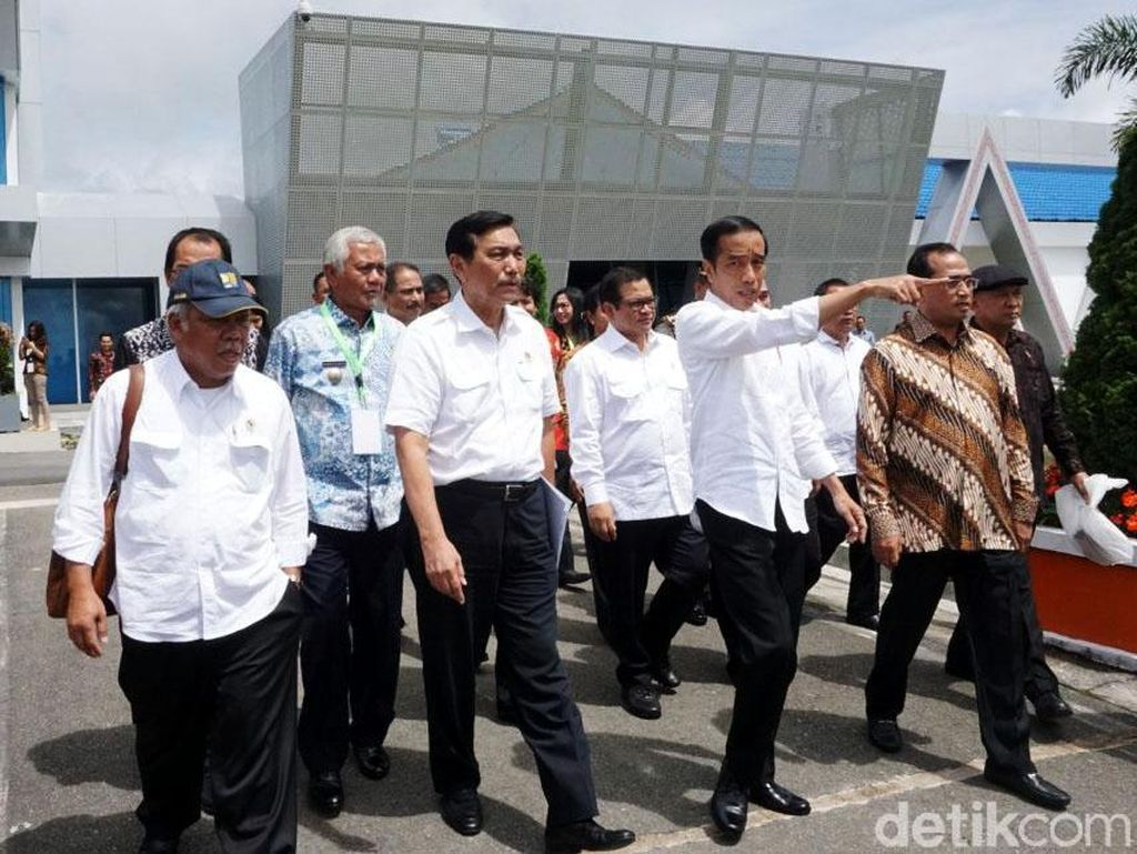 Jokowi Resmikan Terminal Bandara Internasional Silangit
