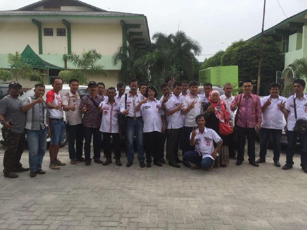 Nikahan Kahiyang-Bobby, Relawan Jokowi Tiba di Asrama Haji Medan