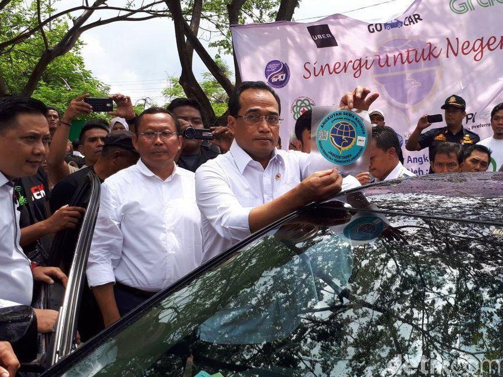 Pendaftaran Sopir Taksi Online Disetop karena Penghasilan Menurun