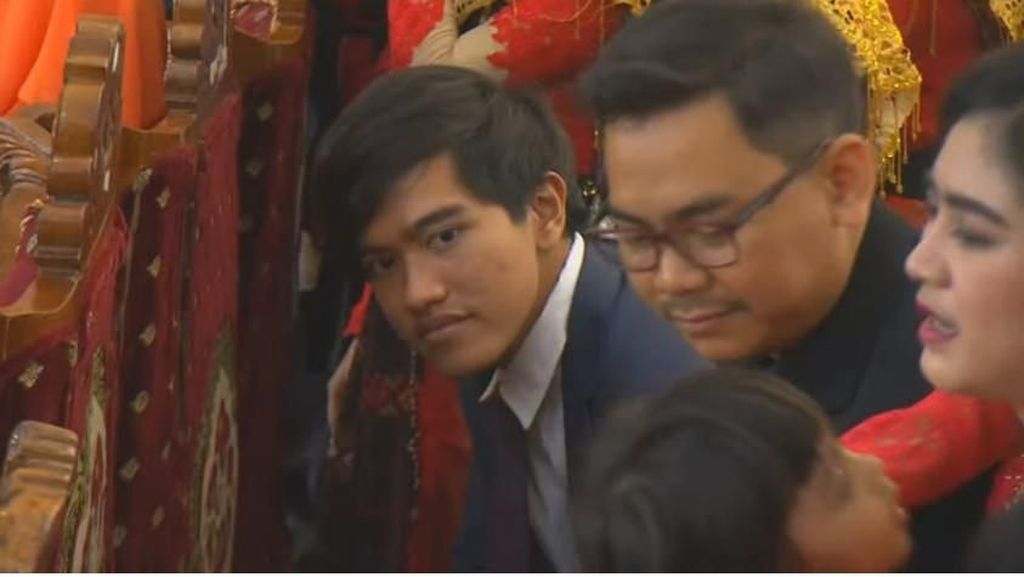 Gaya Kaesang di Puncak Pesta Adat Kahiyang-Bobby