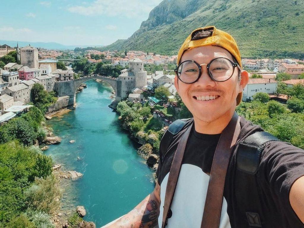 Lihat Serunya Pemeran Foto ala Travel Vlogger Alexander Thian