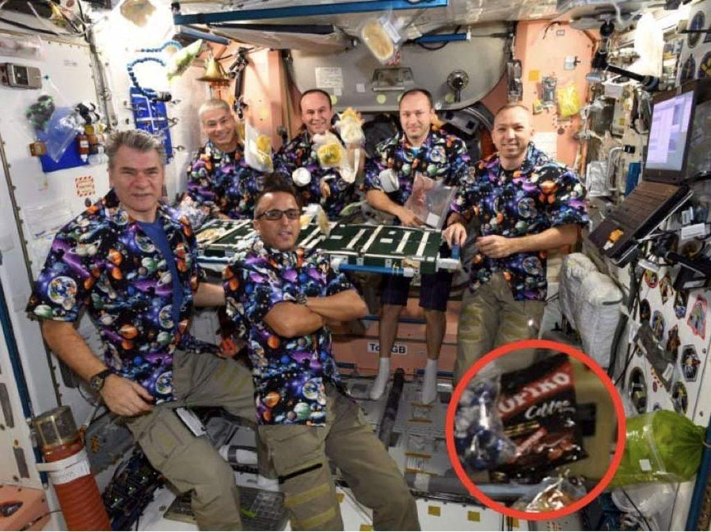 Bikin Takjub, Astronot NASA Bawa Permen Kopiko ke Luar Angkasa