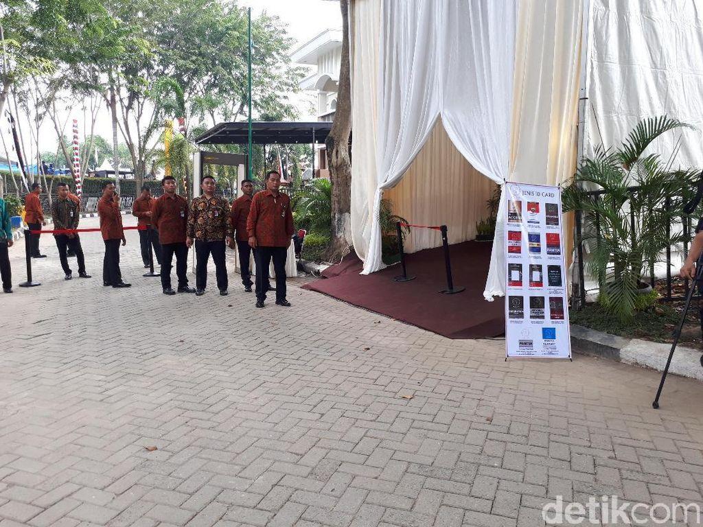 Foto: Ketatnya Pengamanan Puncak Pesta Adat Kahiyang-Bobby