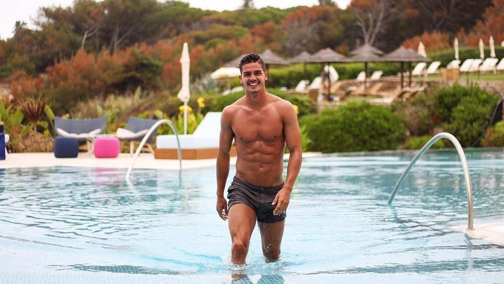 Perut Sixpack Andre Silva, Bintang Portugal yang Body Goals Banget