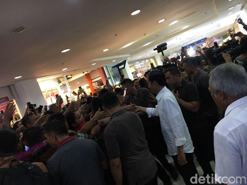Malam Minggu, Jokowi Ajak Keluarga ke Mal Medan Plaza Fair