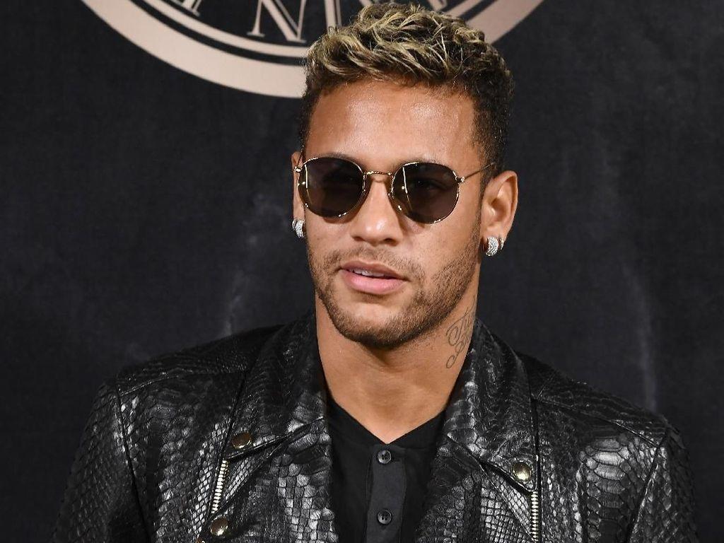 Gaya Nyentrik Neymar di Luar Lapangan