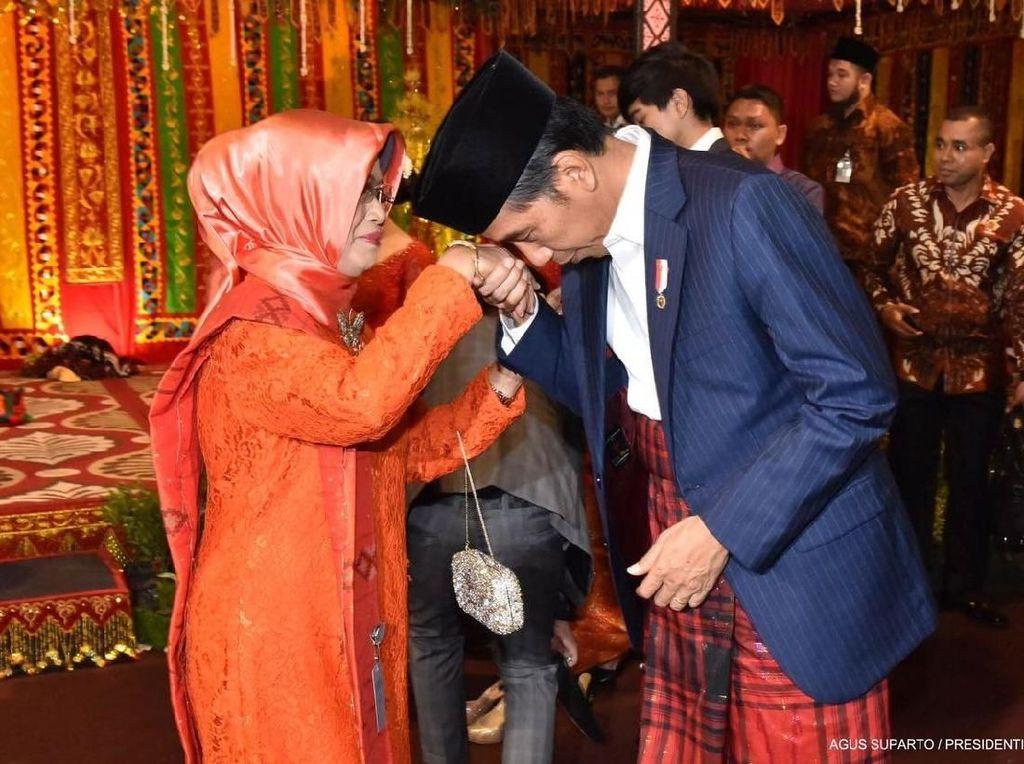 Sosok Sudjiatmi, Ibunda Jokowi yang Telah Berpulang