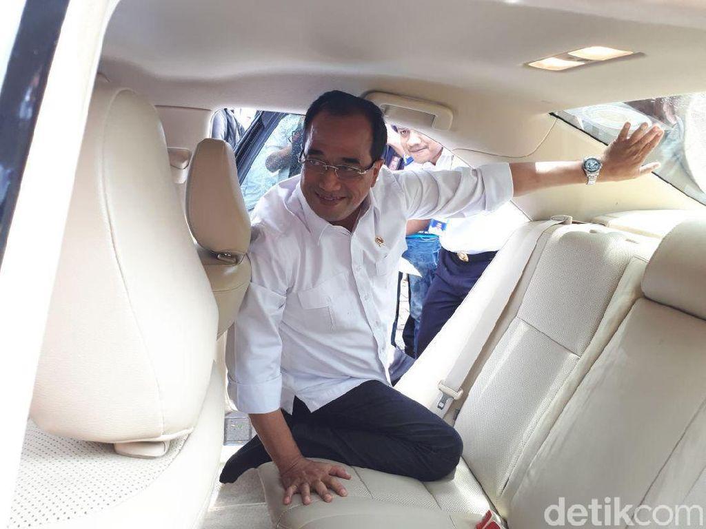 Menhub: Pendaftaran Sopir Taksi Online Disetop Sementara