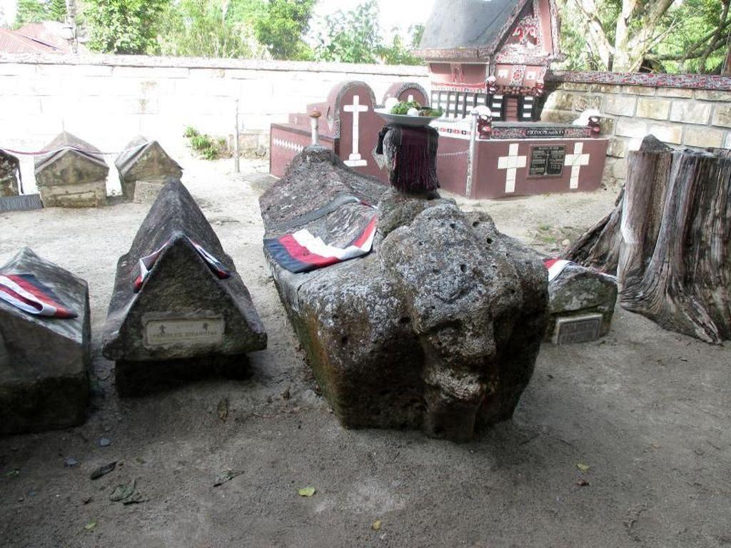 Samosir, Pulau Cantik yang Menyimpan Sarkofagus