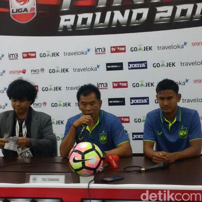 Pelatih PSIS Subangkit (tengah) (Mochamad Solehudin/detikcom)